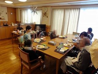食事作り<アクティブライフ山芦屋・グループホーム>_c0107602_1423922.jpg