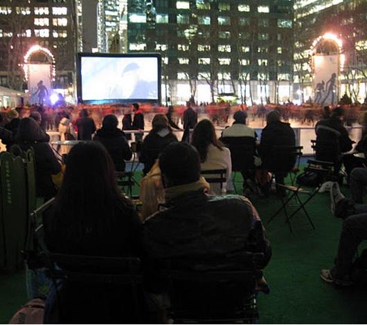 NYブライアント・パークのスケートリンクが発展中、ホリデーショップ再延長&野外映画祭等も_b0007805_4143486.jpg
