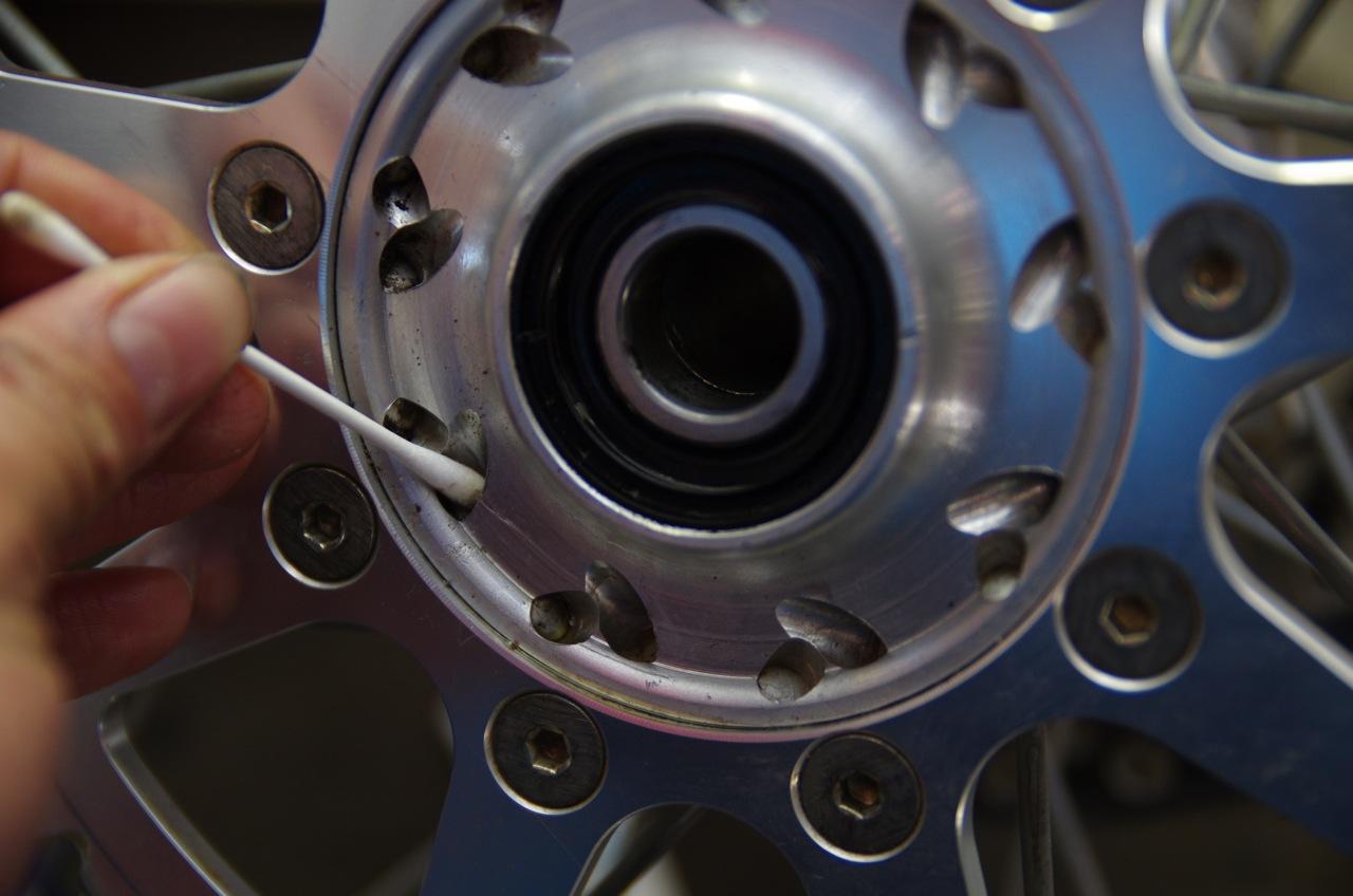 【tm】リアブレーキ及びリアタイヤ、清掃、取り付け_e0159646_13214893.jpg