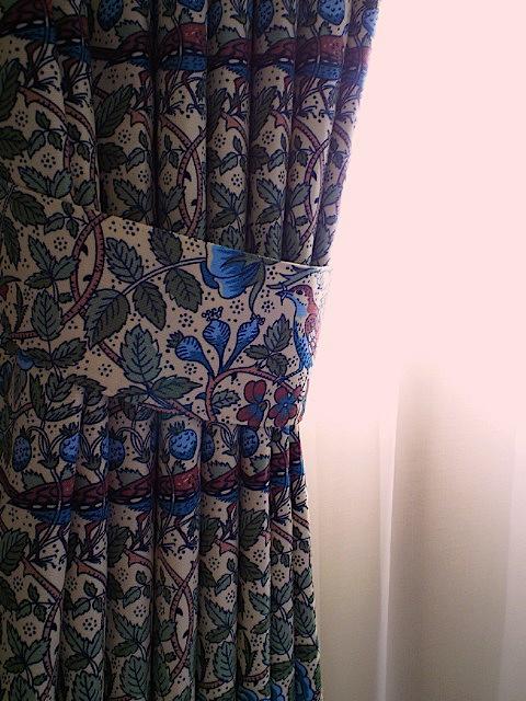 『LIBERTY・リバティ』のカーテン_c0157866_1934232.jpg