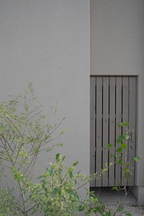 Rain House_f0108696_16471450.jpg