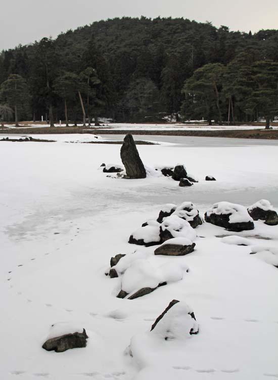 雪の毛越寺_b0032444_903290.jpg