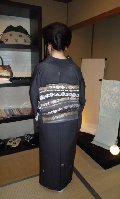 素敵な源氏香の着物に三眠蚕の帯のお客様。_f0181251_12374730.jpg