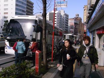 春節つかのまのバスラッシュ(ツアーバス路駐台数調査 2012年1月)_b0235153_13532935.jpg