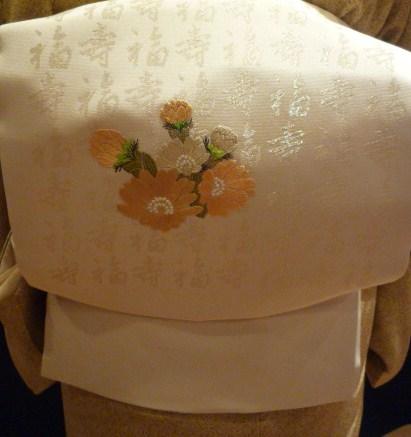 日本刺繍の発表会・福寿の帯に福寿草の刺繍。_f0181251_16421615.jpg