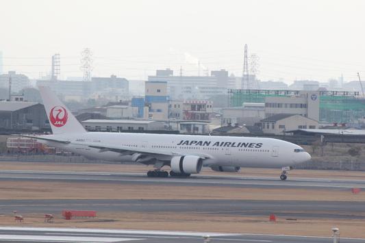 JAL 伊丹空港 B777-200_d0202264_21371497.jpg