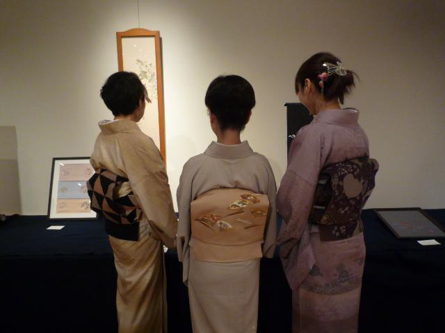 日本刺繍の発表会・鱗模様の染め帯に龍の足袋。_f0181251_154712100.jpg