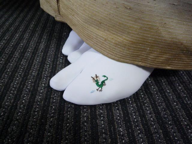 日本刺繍の発表会・鱗模様の染め帯に龍の足袋。_f0181251_15562961.jpg