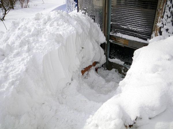 ミャンハウスに雪の階段(^^)v_a0136293_1710732.jpg