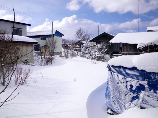 ミャンハウスに雪の階段(^^)v_a0136293_1719085.jpg