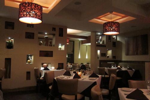 豪邸でディナー、の気分になれるイタリアン・レストラン_d0240098_0471163.jpg