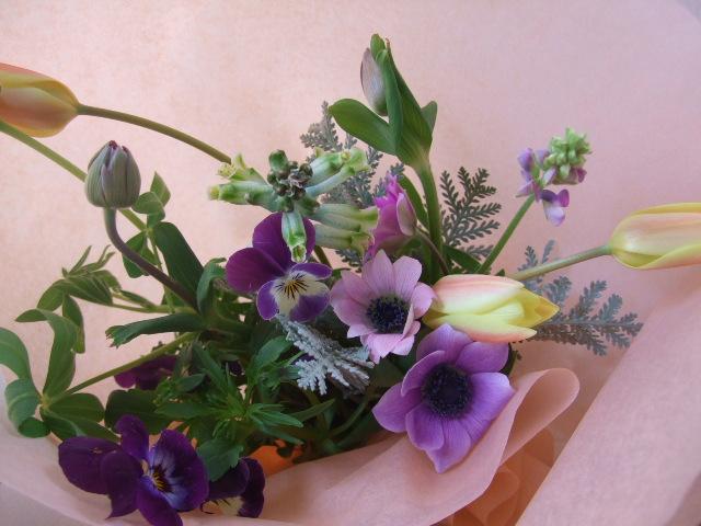 オークリーフ(原種のアネモネとチューリップの小さな花束)_f0049672_1852043.jpg