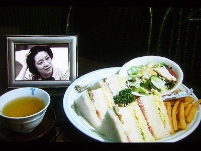 ※向田邦子さんが愛用したお茶碗(NHK「美の壺 ごはん茶碗」より。)  向田邦子さん