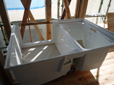 お風呂が納品。早いけど。_a0148909_1049288.jpg