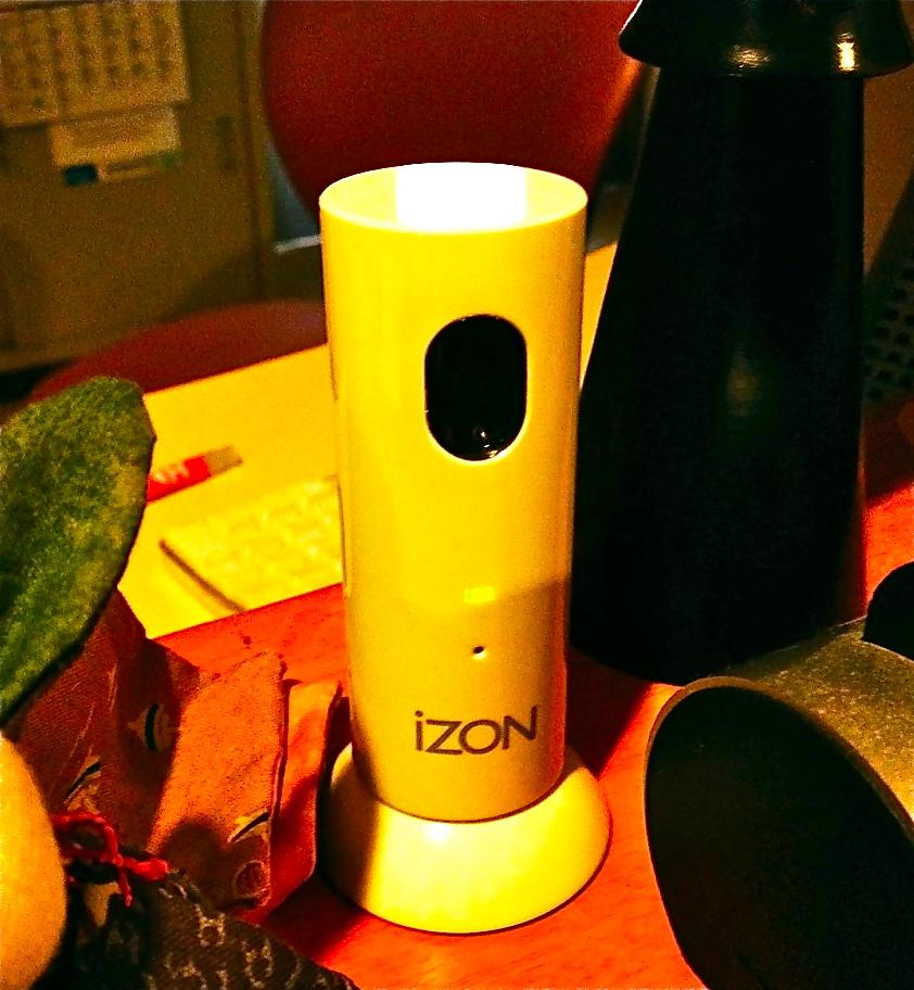 iZONというiPhoneでモニターできる小型カメラが素晴らしい!_b0028732_2228971.jpg