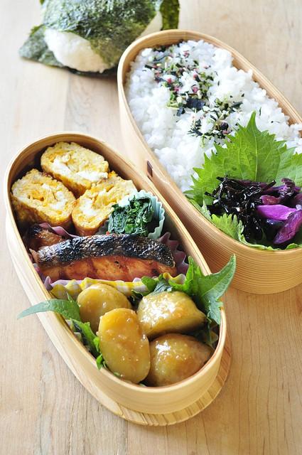 じゃが味噌と鮭のお弁当_b0171098_8512580.jpg