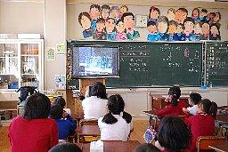 徳島県美馬市と板野郡小中学校での映画の活用_b0115553_2355652.jpg