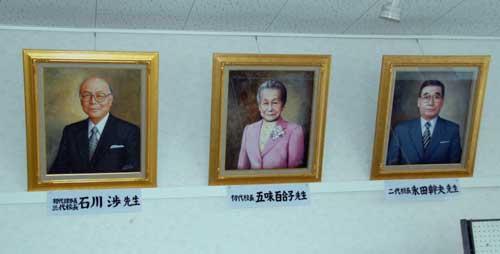 歴代校長の肖像画_b0174462_17305731.jpg