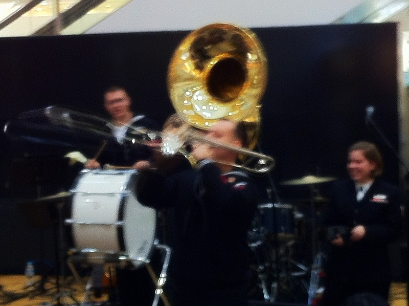 第7艦隊音楽隊 苫小牧イオンで演奏会 上手なはずだわ_a0160581_17161198.jpg