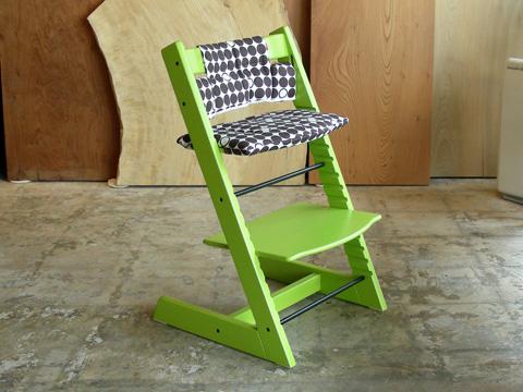 子どもと共に成長する椅子 トリップトラップ_b0211845_10523428.jpg