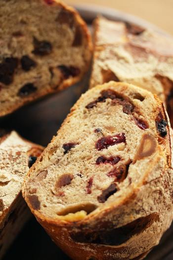 ドライフルーツとマカデミアナッツのパン_f0149855_8185592.jpg