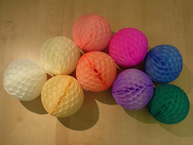 ハニカムペーパーボールの小型サイズが入荷しました!_a0121669_1232926.jpg