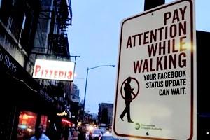 最近ニューヨークで見かけるユニークな標識アート、エチケット・サイン_b0007805_13234096.jpg