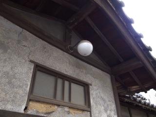 こんな大きな駅近くても住宅の遺構。でもそういうもんだよな_d0057843_19465960.jpg