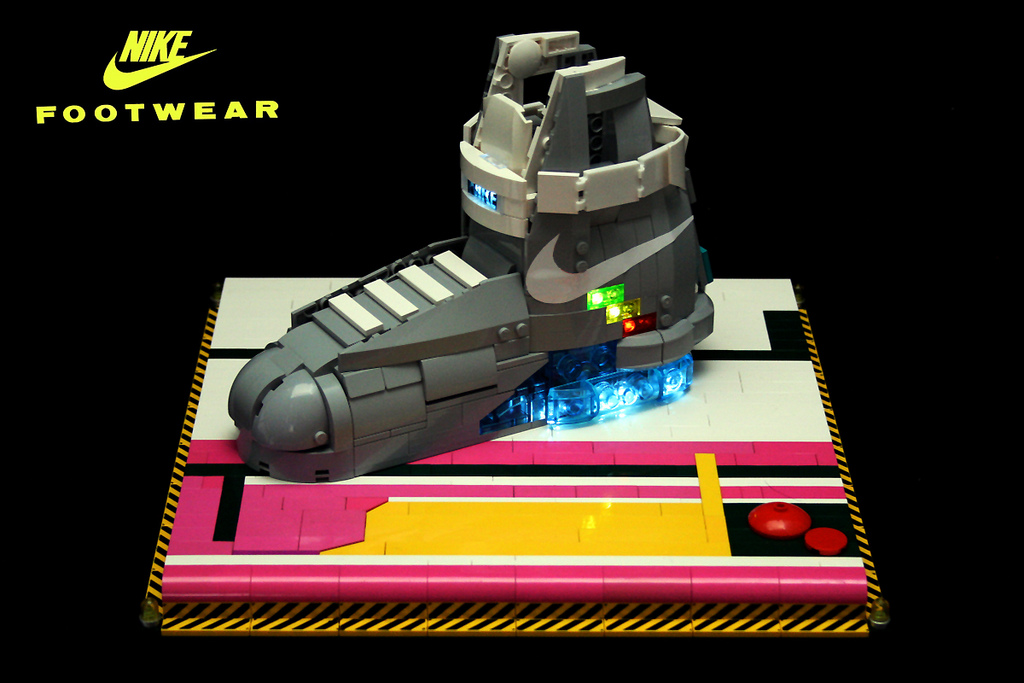 Back to the Future II in LEGO_a0118453_1831699.jpg