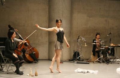 静かに音楽と会話する永井美里公演間もなく_d0178431_16424077.jpg