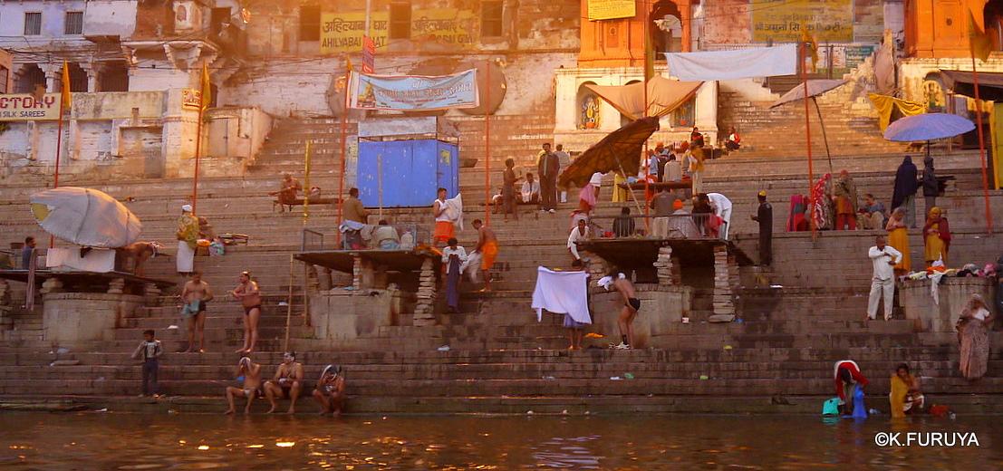 インド旅行記 6 夜明けのガンジス河 その1_a0092659_2227260.jpg