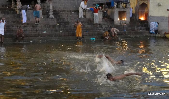 インド旅行記 6 夜明けのガンジス河 その1_a0092659_22321327.jpg