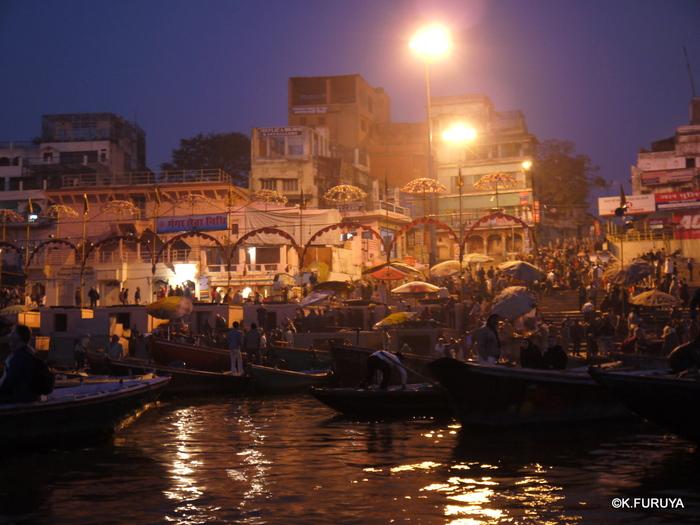 インド旅行記 6 夜明けのガンジス河 その1_a0092659_2235642.jpg