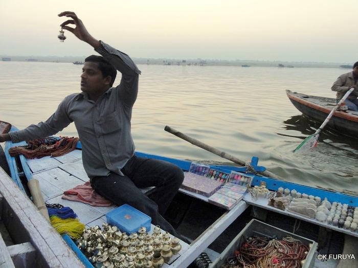 インド旅行記 6 夜明けのガンジス河 その1_a0092659_22373960.jpg