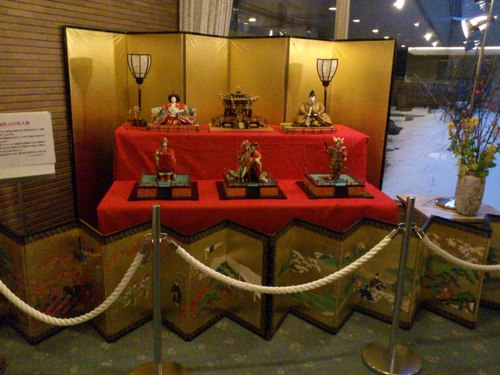 函館国際ホテルの雛飾り_b0106766_22514357.jpg