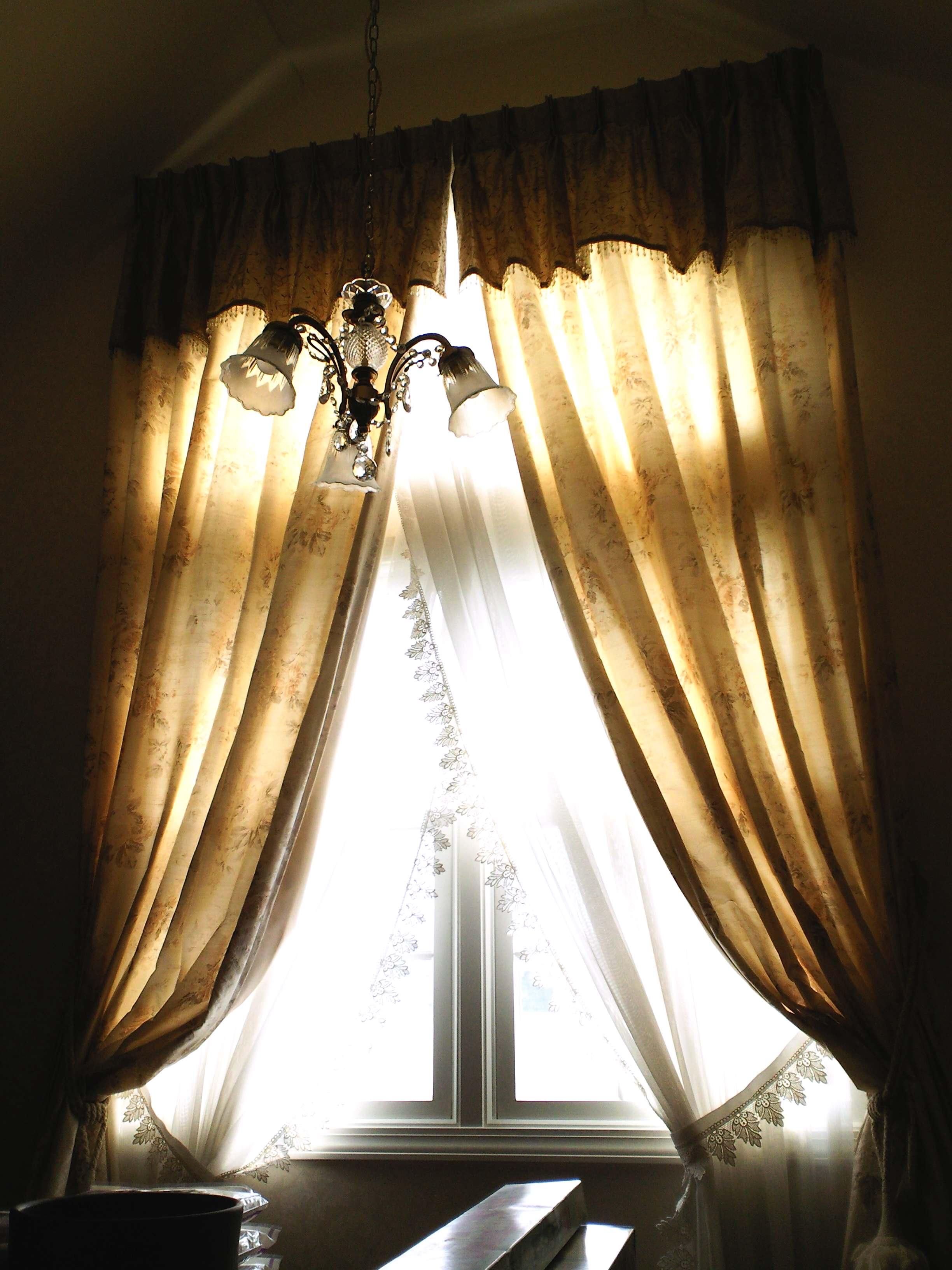プリーツバランスで飾る、スタイルのあるカーテン。_c0157866_12507100.jpg