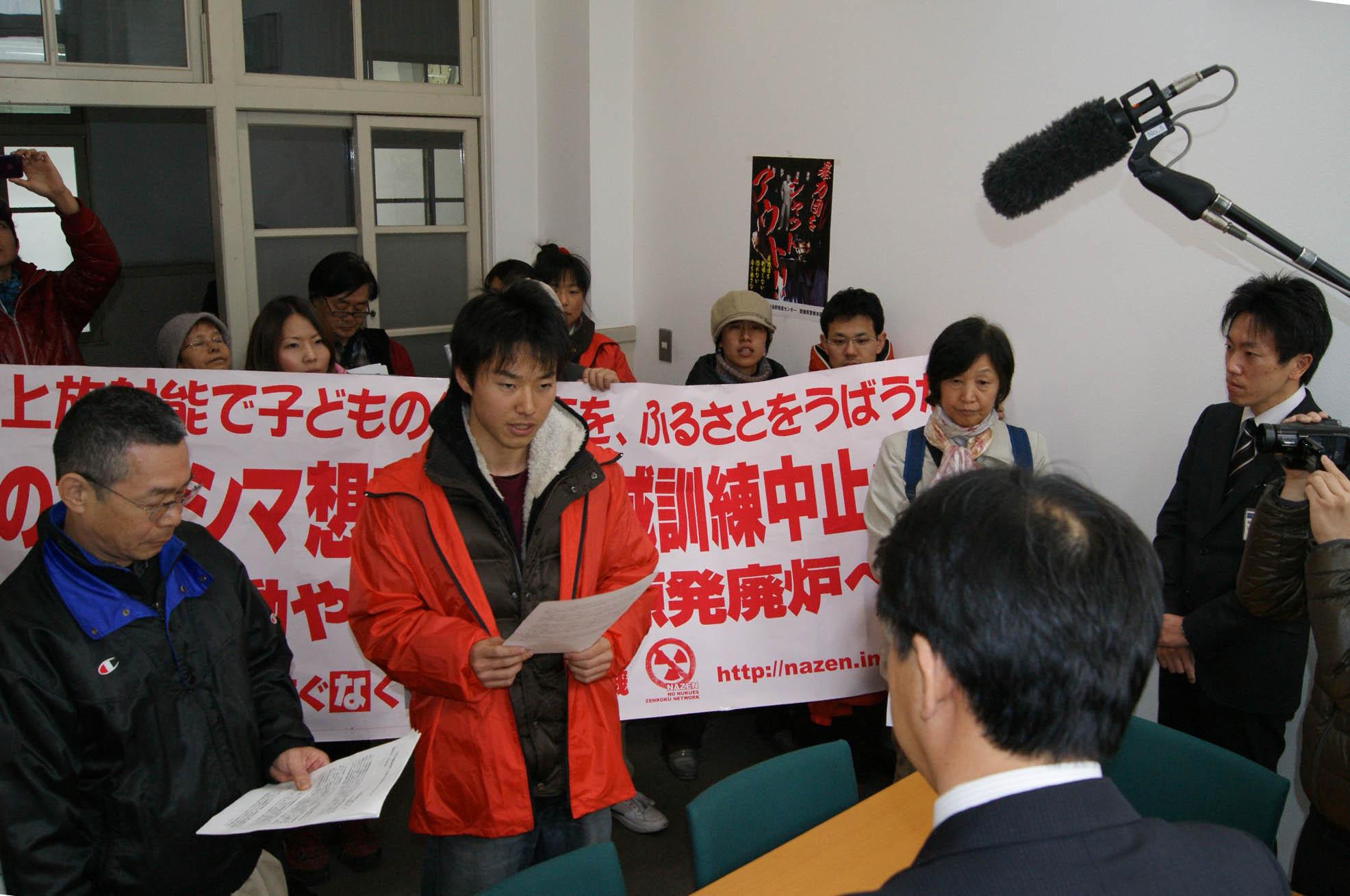 四国電力原子力本部と愛媛県庁へ伊方原発再稼働のための訓練に抗議する申し入れを行った_d0155415_2131788.jpg
