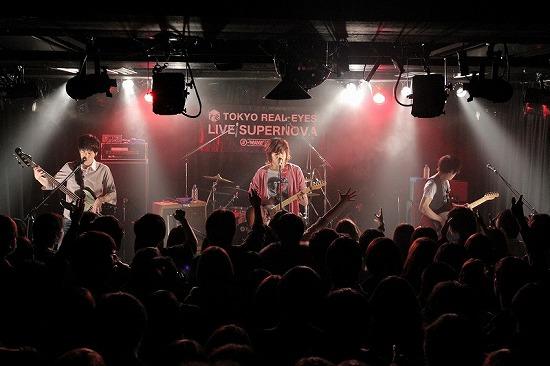 【ライヴレポート】Hello Sleepwalkers、赤い公園、ammoflight出演『LIVE SUPERNOVA vol.68』_e0197970_1385031.jpg