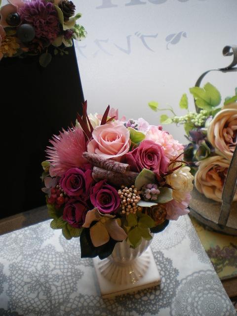 ピンクのプリザーブドアレンジ_e0128024_1542293.jpg