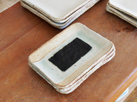 お魚のお皿,海苔のお皿。初日です。_a0026127_15544389.jpg