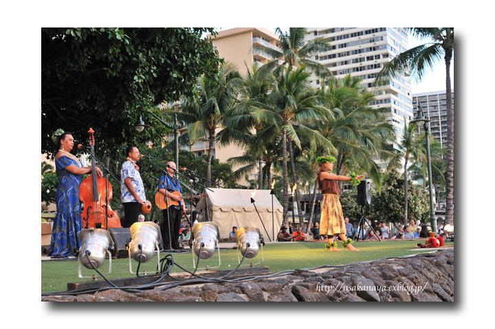 さかなや家族 旅行 in Hawaii 〜 3日目 〜 Kuhio Beach Hula Show_d0069838_12291782.jpg