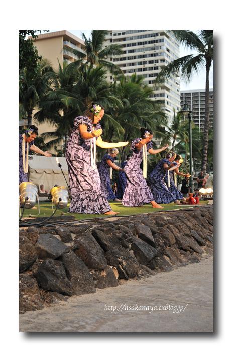 さかなや家族 旅行 in Hawaii 〜 3日目 〜 Kuhio Beach Hula Show_d0069838_12314195.jpg