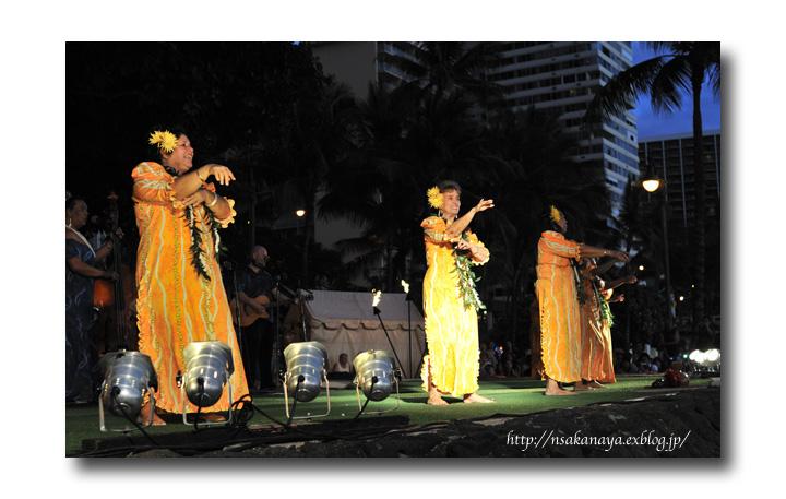 さかなや家族 旅行 in Hawaii 〜 3日目 〜 Kuhio Beach Hula Show_d0069838_12383331.jpg