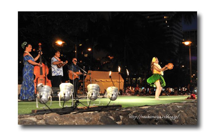 さかなや家族 旅行 in Hawaii 〜 3日目 〜 Kuhio Beach Hula Show_d0069838_12404720.jpg