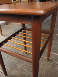 side table_c0139773_1331014.jpg