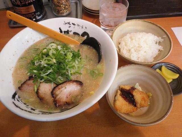 博多ラーメンげんこつ  川西店_c0118393_905798.jpg