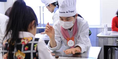 名古屋製菓専門学校の第14回製菓祭開催中です。 _b0110019_1571256.jpg