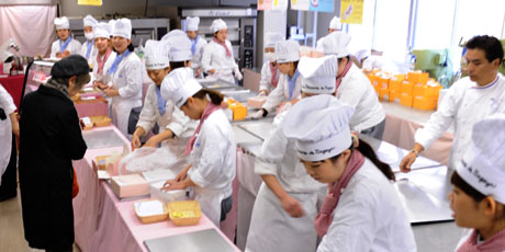 名古屋製菓専門学校の第14回製菓祭開催中です。 _b0110019_1572052.jpg