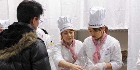 名古屋製菓専門学校の第14回製菓祭開催中です。 _b0110019_157725.jpg