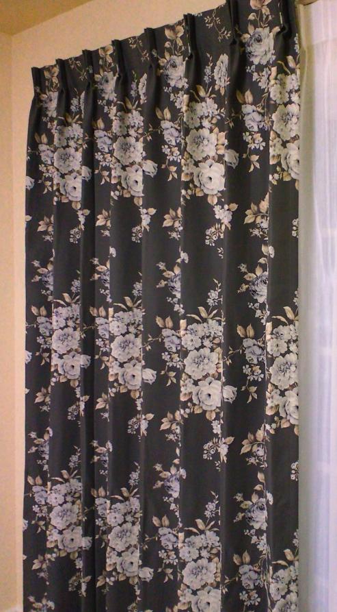 花柄プリントの遮光カーテン『サンゲツ』_c0157866_2101839.jpg